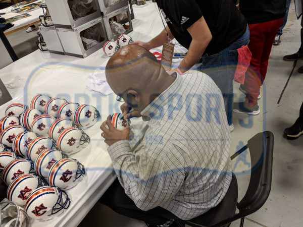 Bo Jackson Signed Oakland Raiders Riddell NFL Mini Speed Helmet-32557