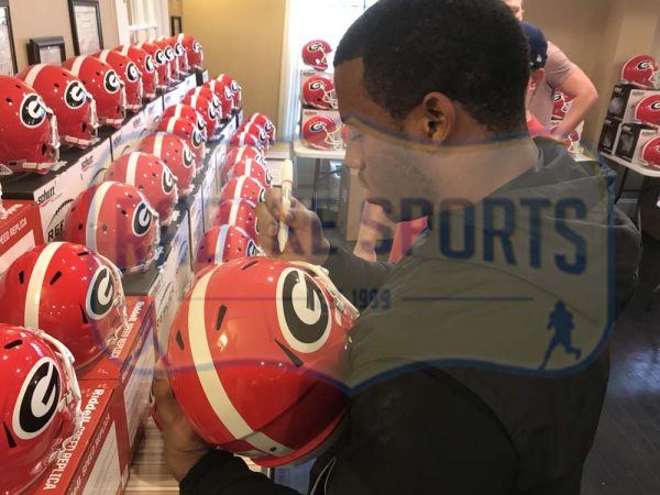 Nick Chubb Signed Georgia Bulldogs NCAA Speed Full Size Helmet -28066