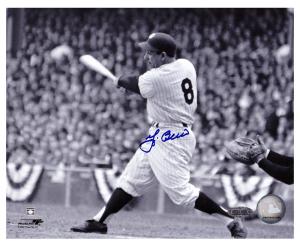 Yogi Berra Signed New York Yankees Black and White 8x10 Photo - Horizontal Swinging-0