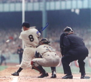 Yogi Berra Signed New York Yankees Color 8x10 Photo - Horizontal Swinging-0