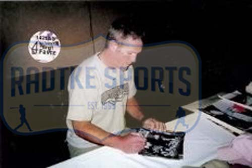 Brett Favre Signed Green Bay Packers Framed 8x10 Black & White NFL Photo - Tunnel-24059