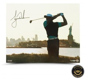 Tiger Woods Signed Lady Liberty 16x20 Photo - LE-0