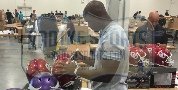 Adrian Peterson Signed Oklahoma Sooners Schutt Authentic NCAA Helmet-12328