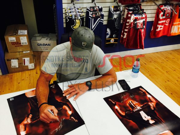 "Brett Favre Signed Green Bay Packers Iconic 16x20 NFL Photo with ""4 Retired 7/18/15"" Inscription - LE of 44-623"