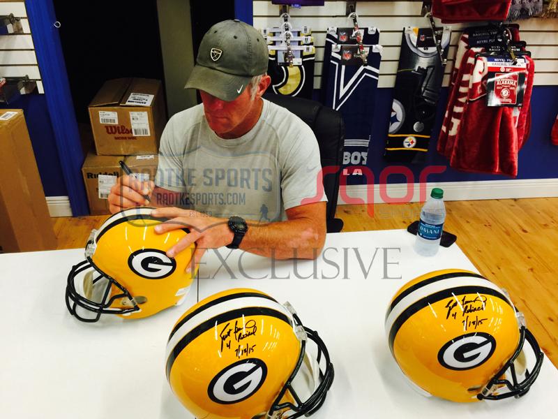reputable site 71599 ae638 Brett Favre Signed Green Bay Packers Riddell Full Size NFL Helmet with