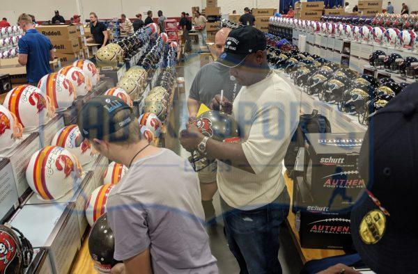 "Derrick Brooks Signed Tampa Bay Buccaneers Riddell NFL Full Size Throwback (1997-2013) Helmet With ""HOF 2014"" Inscription-32830"
