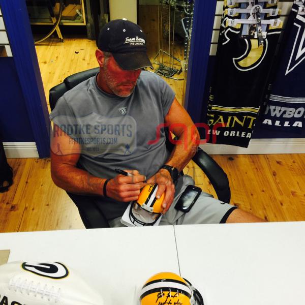 """Brett Favre Signed Green Bay Packers Riddell NFL Mini Helmet with """"4 Retired 7/18/15"""" Inscription - LE #4 of 44-4174"""