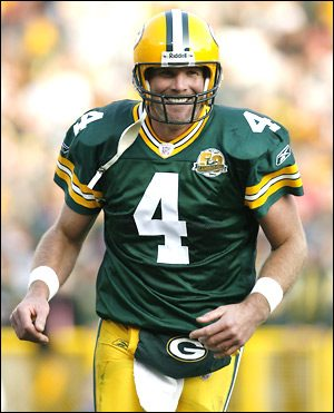 "Brett Favre Signed Green Bay Packers Iconic 8x10 NFL Photo with ""4 Retired 7/18/15"" Inscription - LE of 44-0"