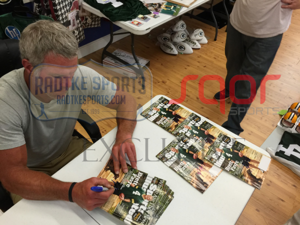 """Brett Favre Signed Green Bay Packers Sports Illustrated """"Where Are They Now?"""" Issue …-5507"""