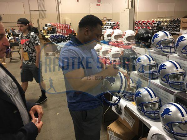 "Barry Sanders Signed Detroit Lions Throwback Riddell Full Size NFL Helmet With ""HOF 04"" Inscription -20756"